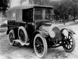 Picture relating to Maryborough - titled 'Ambulance of the Maryborough Ambulance Transport Brigade, ca. 1920'