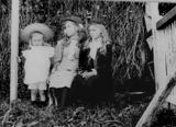 Picture of / about 'Pinkenba' Queensland - Smith family girls at Pinkenba, ca. 1899