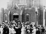 Picture relating to Kingston - titled 'Dedication of the Baptist Church, Currie Crescent, Kingston - Spectators entering the church.'