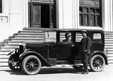 Picture relating to Parliament House - titled 'Mr and Mrs Deane with motor car in front of Old Parliament House'